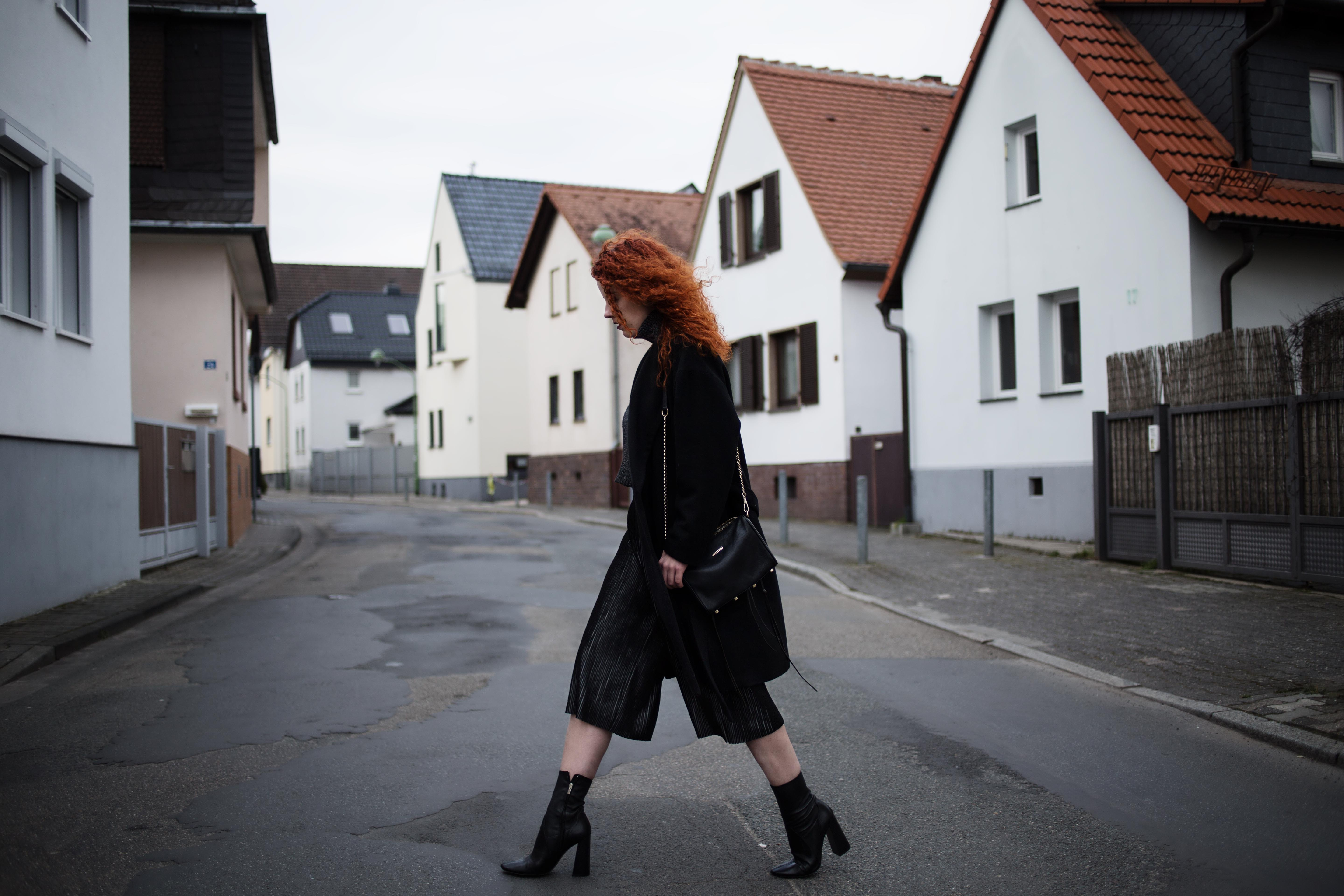 culottes & boots outfit fashion blogger frankfurt ffm mode ootd 5preview pants culottes coat zara boots rebecca minkoff bag edgy streetstyle