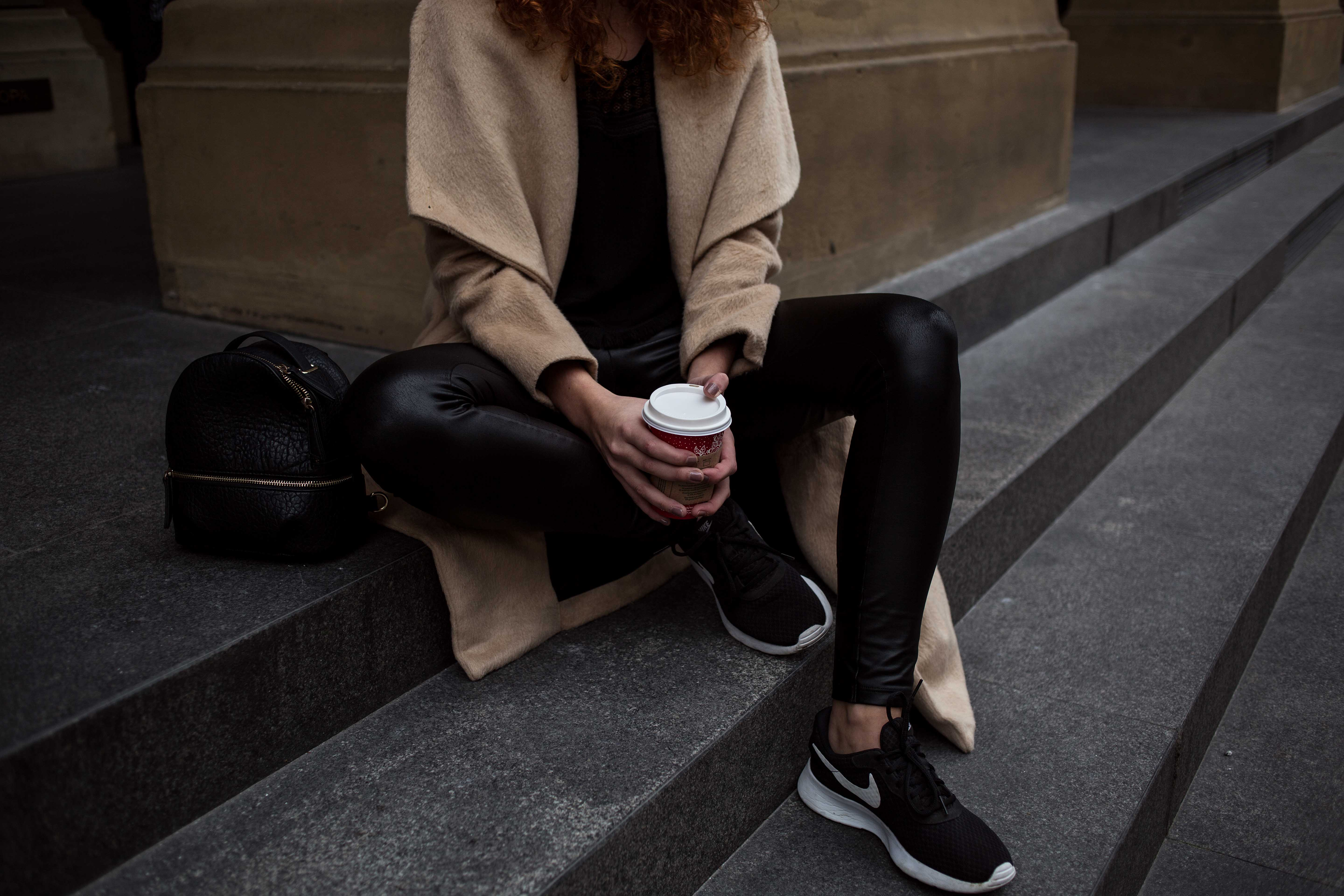 outfit blogger frankfurt ootd lookbook look thecurledgirl the curled girl autumn inspiration herbst winter camel coat edgy nike sneaker boots pullover layering asos curls ffm mode fashion frankfurt