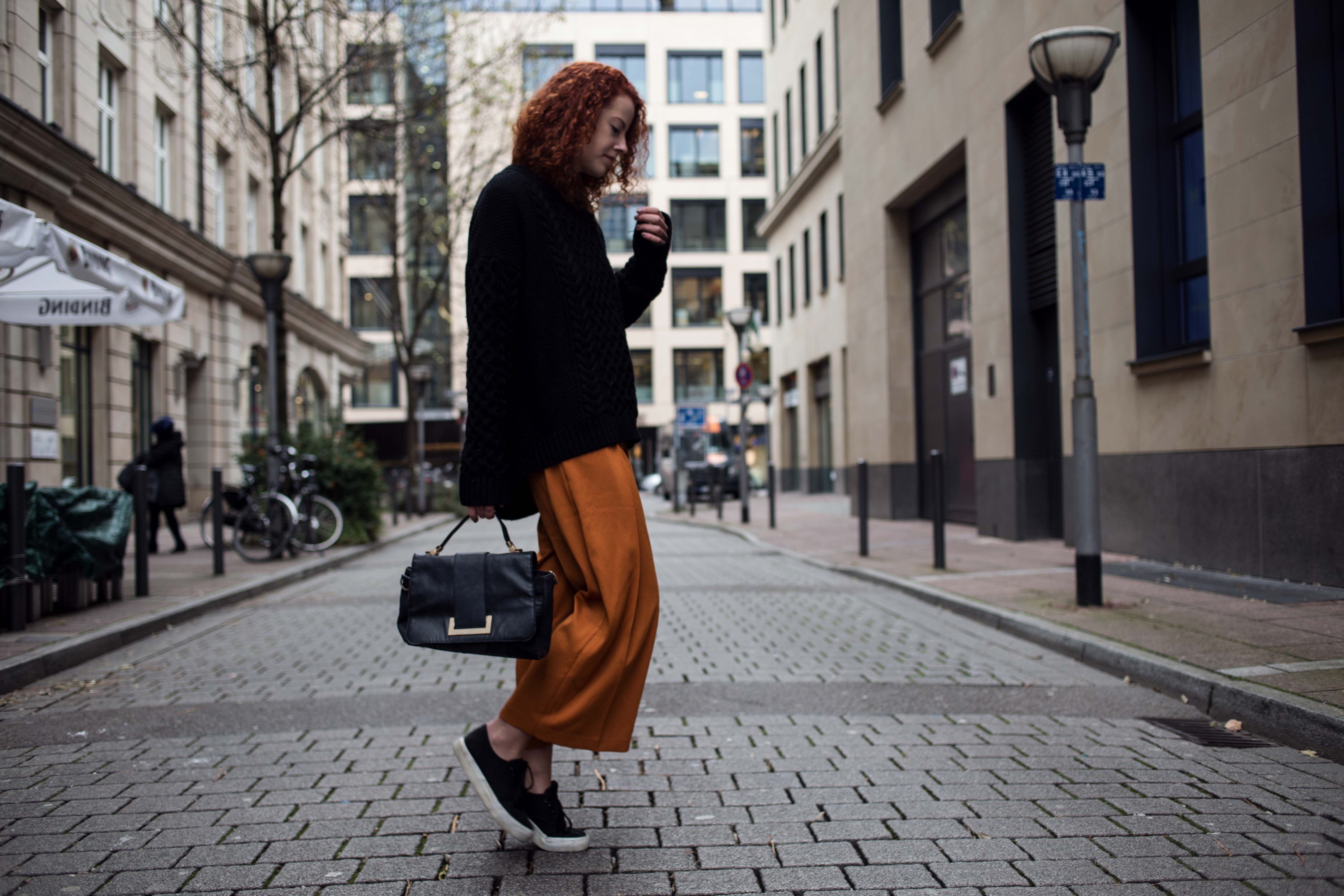 parisian style paris style denim jacket jeansjacke denim on denim outfit blogger frankfurt ootd lookbook look thecurledgirl the curled girl autumn inspiration herbst winter camel coat edgy nike sneaker boots pullover layering asos curls ffm mode fashion frankfurt streetstyle