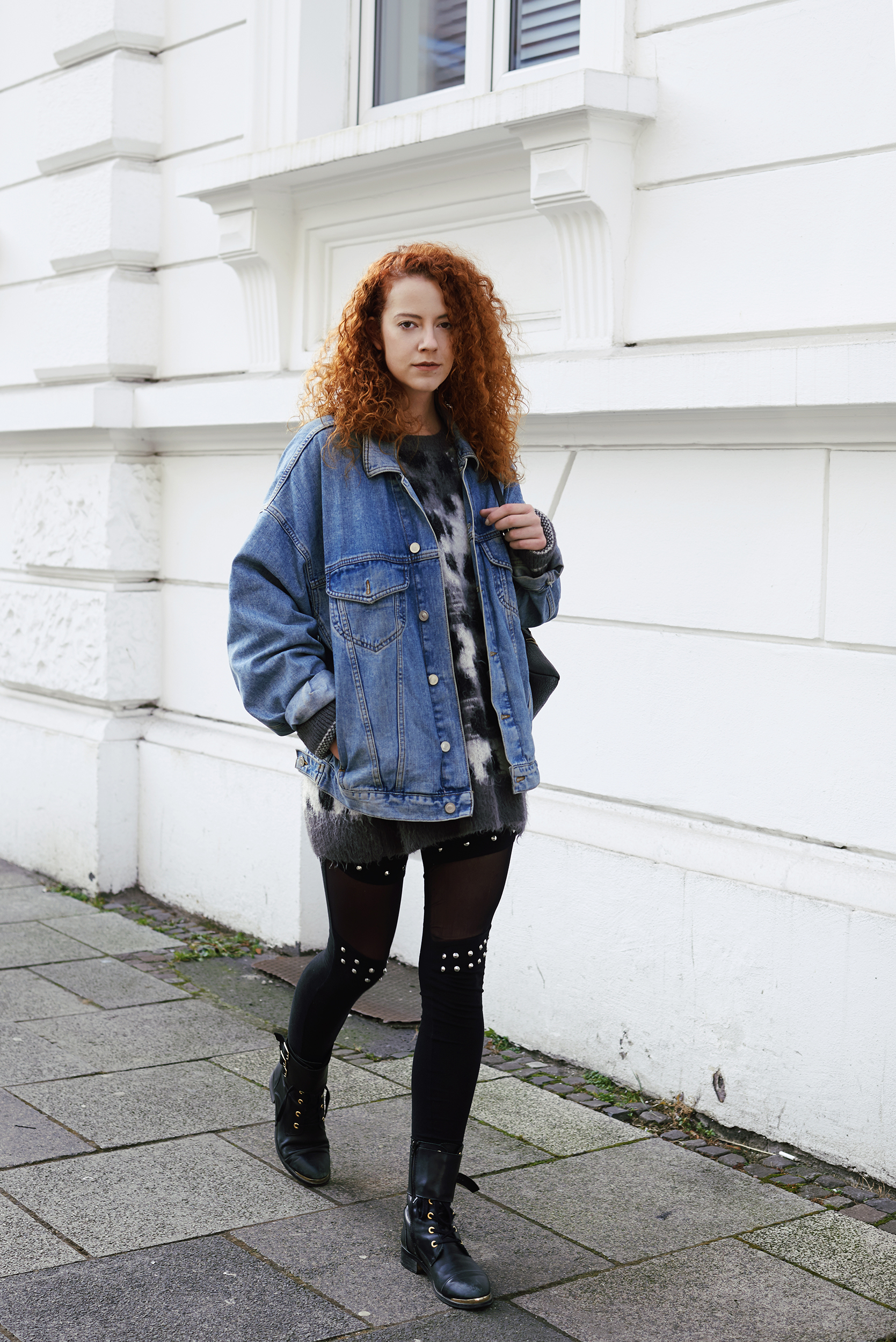 outfit fashionblogger modeblogger mode blog frankfurt berlin thecurledgirl the curled girl deliah alexandra denim jacket oversize calzedonia leggings pants edgy ootd streetstyle