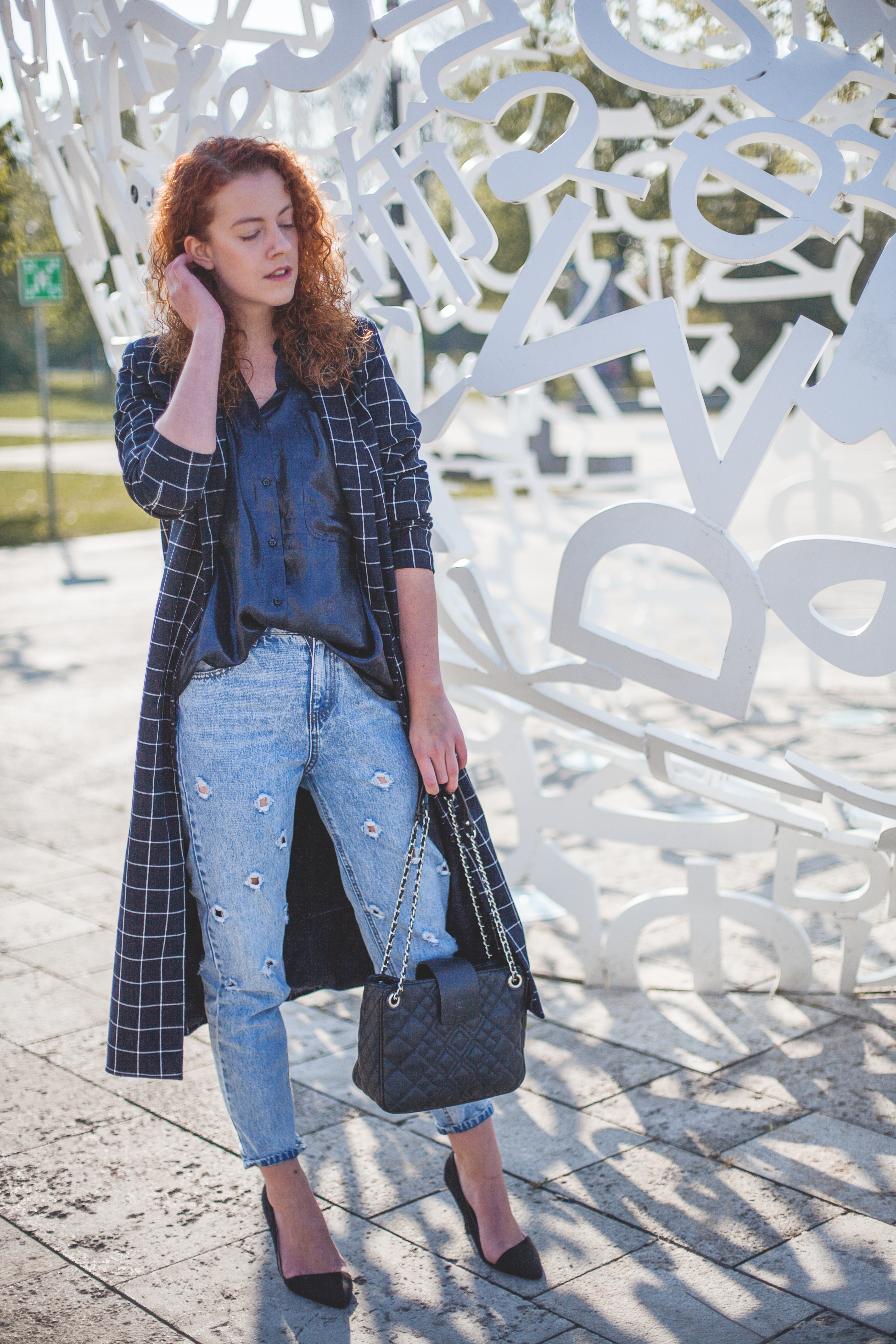 outfit fashionblogger modeblogger mode blog frankfurt berlin thecurledgirl the curled girl deliah alexandra denim ripped mom jeans oversize edgy ootd streetstyle